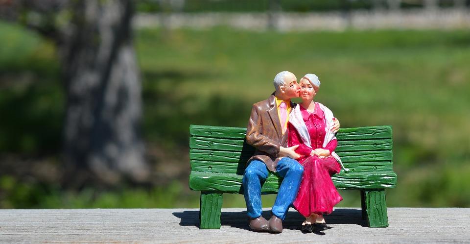 Consejos y recomendaciones para salir con personas mayores de 60 años: la edad es solo un número