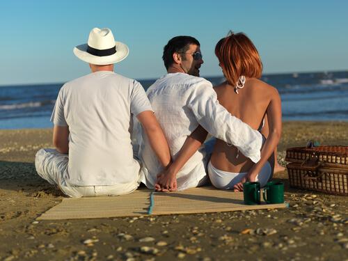20 señales inconfundibles de que tu esposa te está engañando