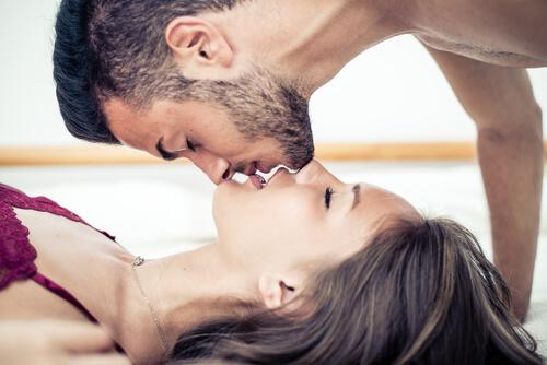 Lo que las palabras y el tacto hacen que una chica se vuelva loca sexualmente