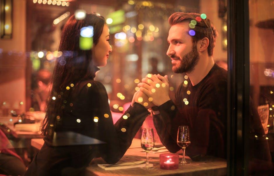 10 consejos de citas en línea para comenzar con éxito en un nuevo romance